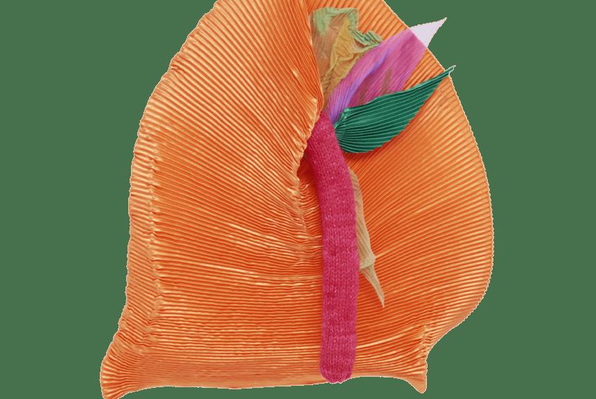 """""""Arancione chiacchiericcio"""" Tecnica: Poliestere Dimensioni: 60x70x25cm"""